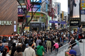 myeongdong-crowds1