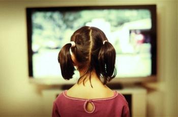 CN0609 Girl watches tv screen.